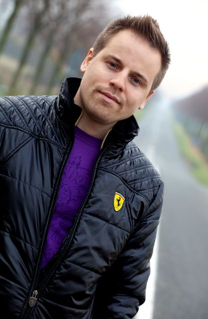 Hypnotisør Martin Søndergaard medvirker i Hypnose video
